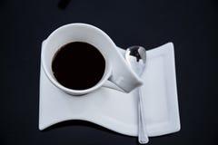 Copo do café preto em uma tabela preta Foto de Stock Royalty Free