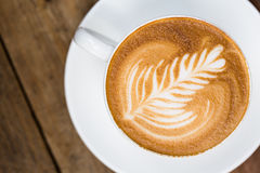 Copo do café quente da arte do latte fotografia de stock royalty free