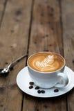 Copo do café quente da arte do latte Imagem de Stock