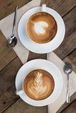 Copo do café quente da arte do latte imagens de stock