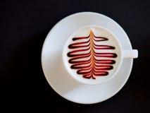 Copo do café do cappuccino isolado no preto Fotos de Stock Royalty Free