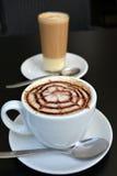 Copo do cappuccino no fundo preto Imagem de Stock Royalty Free