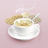 Copo do cereal no fundo da cor Imagens de Stock