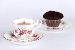 Copo do chá & do queque da microplaqueta do choc Fotografia de Stock Royalty Free