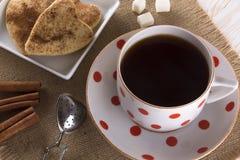Copo do chá com biscoitos da canela Imagem de Stock Royalty Free