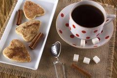 Copo do chá com biscoitos da canela Foto de Stock Royalty Free