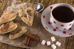 Copo do chá com biscoitos da canela Foto de Stock