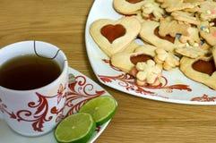 Copo do chá com bolinhos Foto de Stock