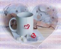 Copo do chá com forma do coração fotos de stock