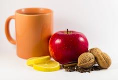Copo do chá com limão e ainda vida Imagem de Stock