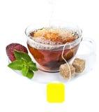 Copo do chá com teabag imagens de stock