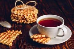 Copo do chá com waffles belgas Foto de Stock Royalty Free
