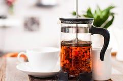 Copo do chá e do bule Fotos de Stock Royalty Free