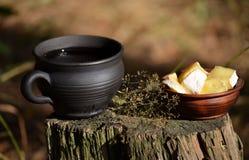 Copo do chá e do queijo Fotografia de Stock
