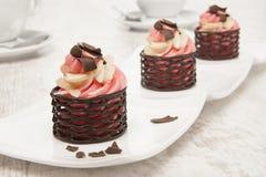 Copo do chocolate com creme da morango Fotografia de Stock Royalty Free