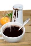 Copo do chocolate quente em uma bandeja Foto de Stock