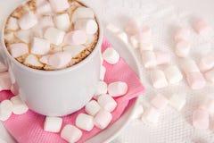 Copo do cocao com marshmallow Fotografia de Stock