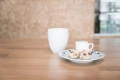 Copo e bolo de chá Fotos de Stock