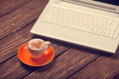 Copo e caderno Imagem de Stock