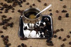 Copo e feijões de café Foto de Stock