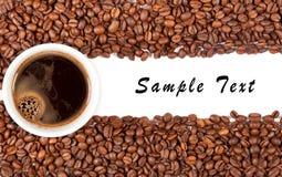 Copo e grão de café Foto de Stock Royalty Free