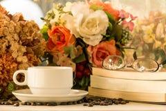 Copo e livros de café Imagem de Stock Royalty Free