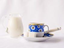 Copo, leite e açúcar Imagens de Stock