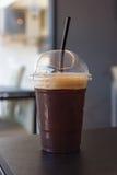 Copo plástico do americano congelado do café preto Fotografia de Stock Royalty Free