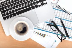 Copo, portátil e bloco de notas de café imagens de stock royalty free