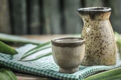 Copos antigos do chá na tabela de madeira Imagem de Stock Royalty Free