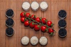 Copos arroz e tomates Foto de Stock