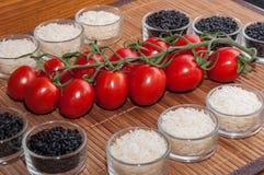 Copos arroz e tomates Fotografia de Stock