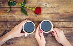 Copos com um café Fotos de Stock Royalty Free