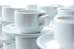 Copos de café branco, foco seletivo Foto de Stock Royalty Free
