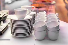 Copos de café branco prontos para uso Fotografia de Stock