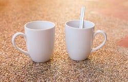 Copos de café branco vazios Fotos de Stock