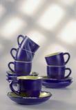 Copos de café na tabela Fotos de Stock Royalty Free