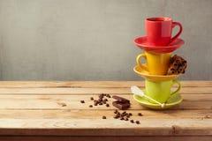 Copos de café na tabela de madeira com espaço da cópia Foto de Stock Royalty Free
