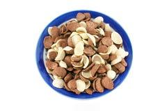 Copos de maíz del cereal del soplo del cacao Imágenes de archivo libres de regalías