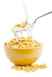 Copos de maíz y leche frescos del cereal Fotos de archivo