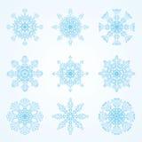 Copos de nieve azules hermosos en fondo ligero Imagen de archivo