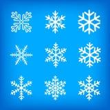 Copos de nieve blancos en fondo azul Fotografía de archivo