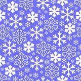 Copos de nieve blancos en fondo gris del cielo del invierno Vector de la Navidad libre illustration