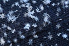 Copos de nieve blancos naturales, tiro macro Imágenes de archivo libres de regalías
