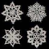 Copos de nieve Crocheted foto de archivo libre de regalías