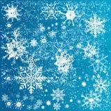 Copos de nieve de la Navidad sobre fondo azul Fotografía de archivo libre de regalías