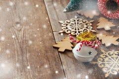 Copos de nieve de madera siguientes de la decoración del árbol de navidad Fotografía de archivo