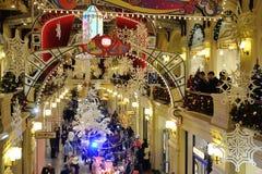 Copos de nieve, decoraciones de la Navidad e iluminaciones y wa exhaustos Imagen de archivo