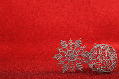 Copos de nieve decorativos de plata Foto de archivo