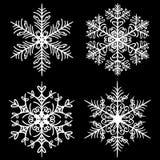 Copos de nieve decorativos fijados en fondo negro stock de ilustración